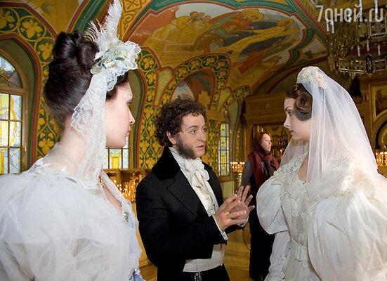 Юные актрисы — Женя Нохрина (Гончарова) и Мария Борисова (свидетельница венчания) — внимательно прислушивались к советам Сергея