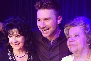 Лазарев отметил день рождения в клубе с мамой и бабушкой
