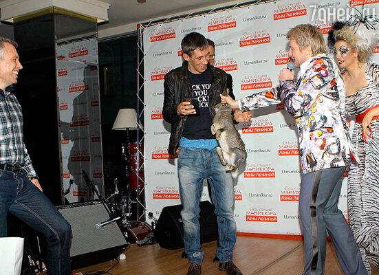 Николай Басков схватил кролика за уши, не зная что делать (Алексей Панин, Николай Басков, Лена Ленина)