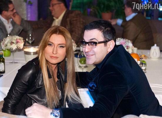 Гарик Мартиросян с супругой