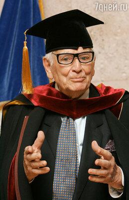 В Московском Государственном университете дизайна и технологии Кардену было присвоено звание профессора