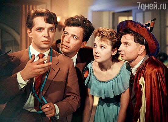 Роль Лены Крыловой вмузыкальной комедии «Карнавальная ночь» сделала Гурченко звездой всесоюзного масштаба. 1956 г.