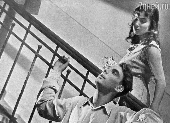 Когда Хрущев увидел Таню на экране, сказал: «Да шлюха она обычная!»  (Т. Самойлова с А. Баталовым в картине «Летят журавли»)