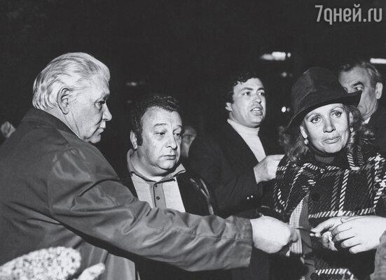 Звезды советского кино приняли меня в свою творческую семью.  (Всеволод Санаев, Эдуард Машкович — в центре, Лидия Смирнова, Петр Глебов)