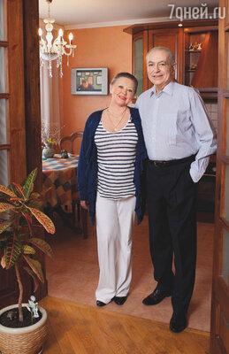 С женой Верой мы  живем до сих пор...