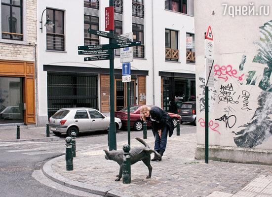 У Писающего мальчика в Брюсселе есть и... четвероногий друг!