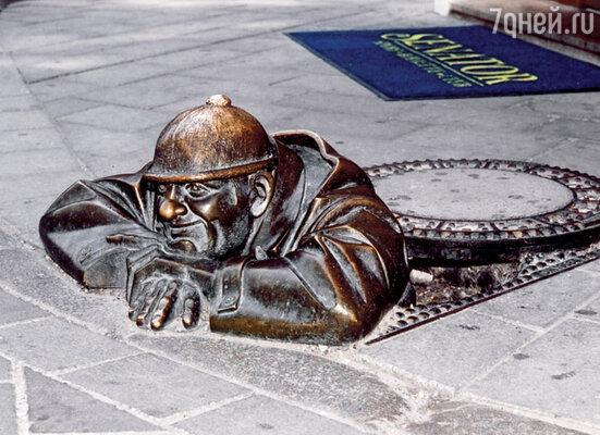 Знаменитый сантехник в Старом городе Братиславы