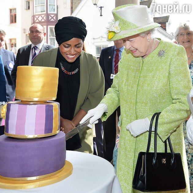 Елизавета II и Надия Хусейн