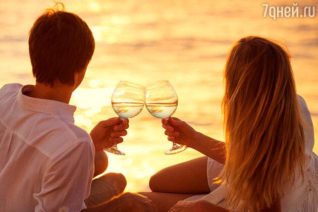 Конечно, море и романтическая обстановка располагает верить на слово успешному бизнесмену, но помните все что вы о нем знаете это лишь с его слов и реально узнать человека за пару недель невозможно.