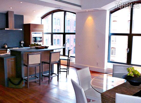 Гостиная в новых апартаментах в Нью-Йорке...