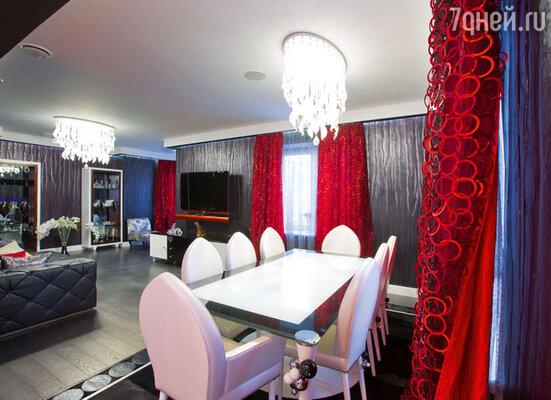 Столовой Успенская дала таинственное название «Черная комната»