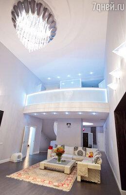 В просторном двусветном холле Успенская планирует устроить каминный зал