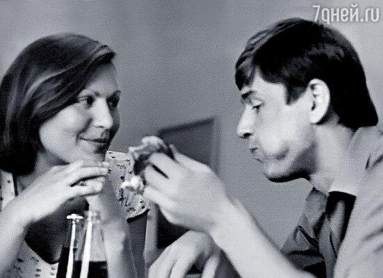 С Сашей Абдуловым мы не только играли на одной сцене и снимались вместе в кино, но и были соседями по общежитию «Ленкома»