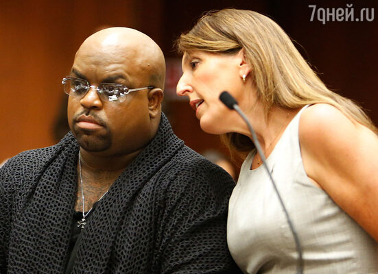 Дорис взялась защищать одна из самых известных адвокатов Америки Блэр Берк. На фото: Б.Борк с одним из своих клиентов, певцом Си Ло Грином