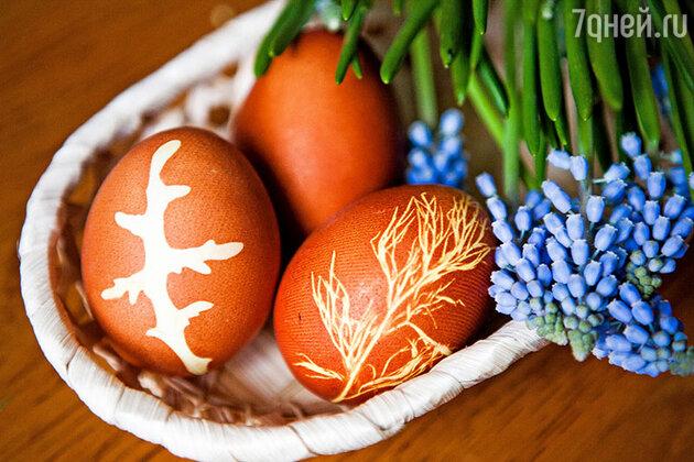 Как красить яйца на Пасху при помощи лука: пошаговый фоторецепт