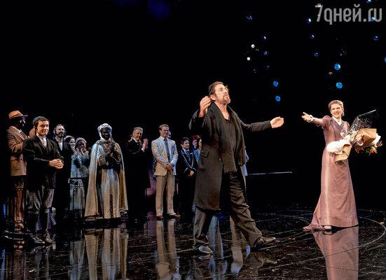«Я обожаю театр! Ашекспировские роли готов играть бесплатно!» Аль Пачино в спектакле «Венецианский купец» на Бродвее. Нью-Йорк, 2010 г.