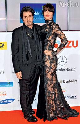 С новой подругой аргентинской моделью и актрисой Лусилой Солой. Февраль 2013 г.