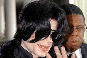 Майкл Джексон устроит большую распродажу