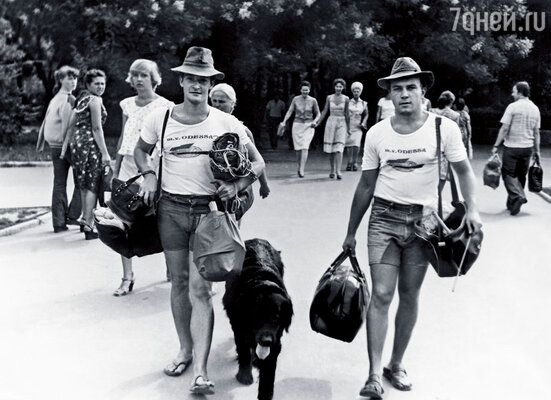 Сенин с другом — Сергеем Никитиным, капитаном дальнего плавания. Одесса, 1979 год