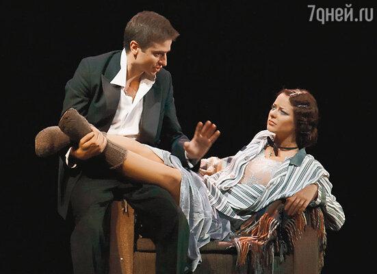Супруги Иван Стебунов и Марина Александрова играют влюбленных и постоянно целуются на сцене