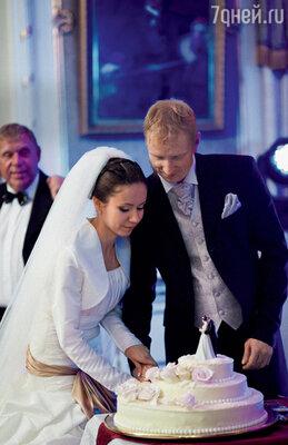 ...и потрясающим свадебным тортом»