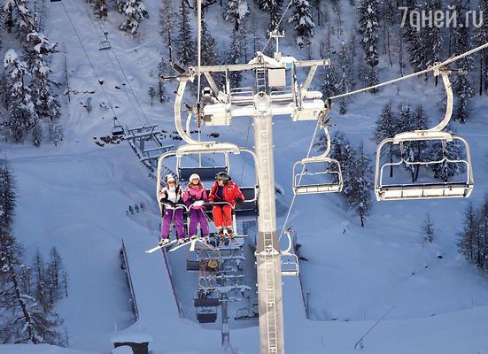 «Нам давно хотелось научиться кататься на горных лыжах. И эту мечту мы наконец осуществили в фантастических швейцарских Альпах. Открасоты этих гор сносит голову!»