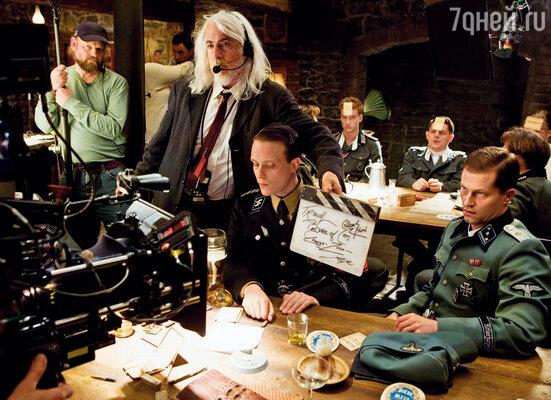 Тиль осуществил свою мечту и снялся у Тарантино в «Бесславных ублюдках» в роли «хорошего немца» Хуго Штиглица (справа)