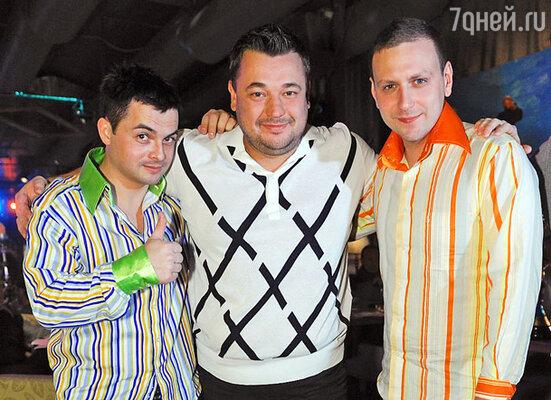 Сергей Жуков (в центре)