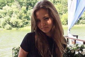 17-летняя дочь Кафельникова в месяц зарабатывает миллион рублей