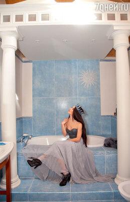 Ванную комнату певица оформила в греческом стиле