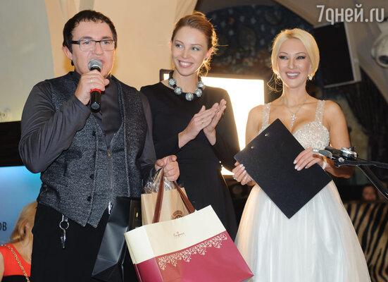 Дмитрий Дибров с супругой Полиной и ведущей вечера Лерой Кудрявцевой