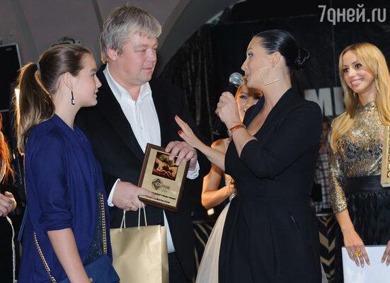 Александр Стриженов с женой Екатериной (справа) и дочерью Сашей (слева)