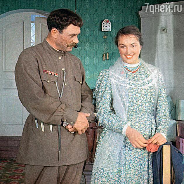 Клара Лучко с Сергеем Лукьяновым в фильме «Кубанские казаки». 1949 г.