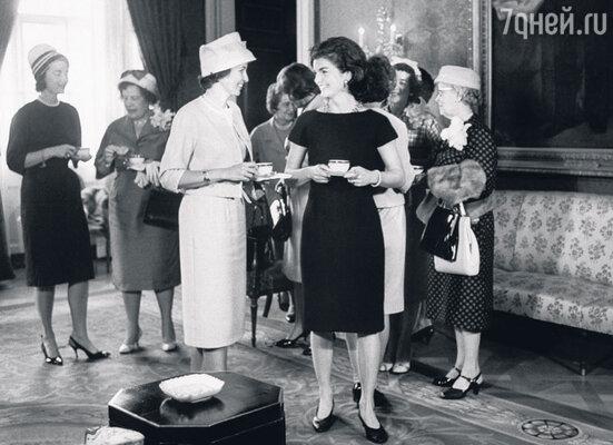 Жаклин Кеннеди на приеме в Белом доме. 1961 г.