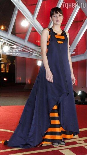 Марион Котийяр в платье из коллекции Christian Dior Haute Couture на премьере фильма «Вальс для Моники» в рамках Международного кинофестиваля в Марракаше  2013