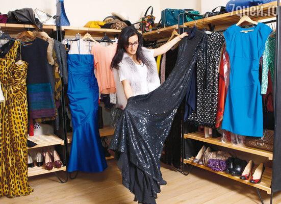 Покупку черного платья от Оскара де ла Ренты Канделаки не забудет никогда — ни до, ни после этого она не покупала наряды стоимостью в 5 тысяч долларов! Что не сделаешь, чтобы выглядеть эффектно на «ТЭФИ»