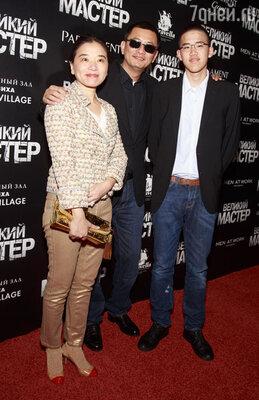 Вонг Кар-Вай с женой и сыном