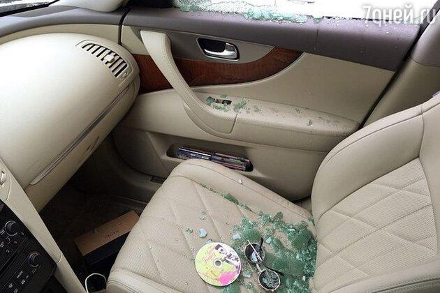 Хулиганы разбили стекло в машине Алены Водонаевой