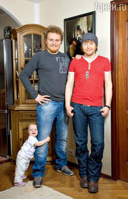 Сергей Сафронов с дочерью Алиной и братом Ильей