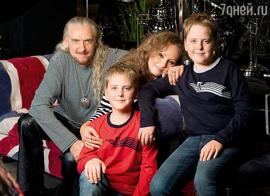 Сергей и Людмила с сыновьями — Владимиром и Юрием