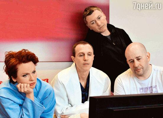 Жанна Эппле, Игорь Верник, Андрей Макаров и режиссер Дмитрий Фикс оценивают, насколько эротичной получилась отснятая сцена