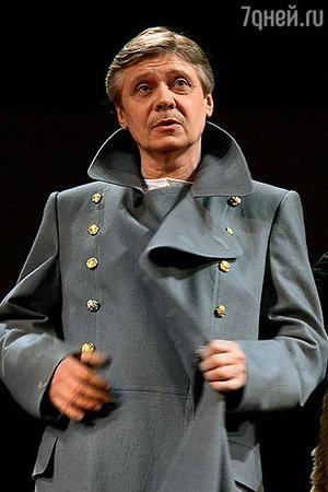Юрий Соколов в роли полковника Вершинина в спектакле «Три сестры»