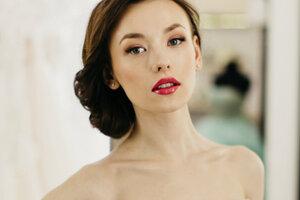 Настя Иванова из «Универа» рассказала о бойфренде и снялась в свадебном платье