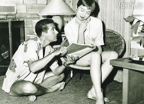 Стив рассказывал Ширли, что участвовал в военных операциях, что у него в Японии крупный бизнес, но главная его миссия связана с правительством