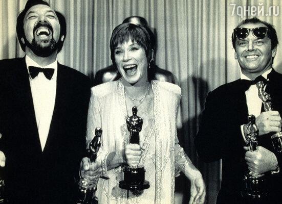 Ширли исполнилось 50, сбылась ее заветная мечта: в 1984 году ей вручили «Оскар». На церемонии вручения с Джеймсом Бруксом и Джеком Николсоном