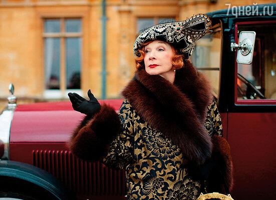 Сейчас актрисе 79 лет, но она по-прежнему в Голливуде нарасхват. Телесериал «Аббатство Даунтон» принес Ширли МакЛейн новый всплеск популярности
