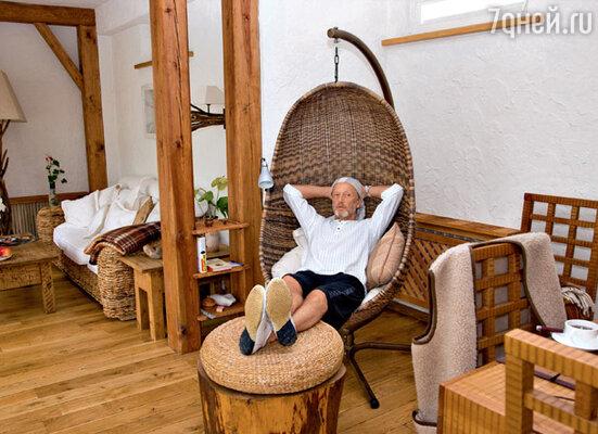 Дом Михаила Задорнова в Юрмале выдержан в «пеньково-сосново-натуральном» стиле