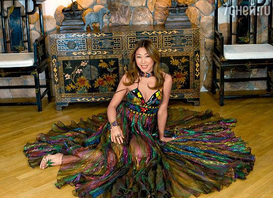По мнению Аниты Цой, в старой мебели живут духи предков