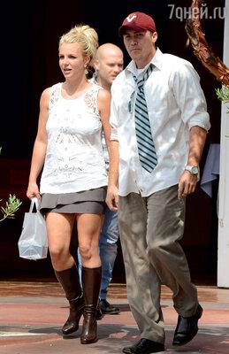 ...поэтому Бритни выбрала вбойфренды простого парня Дэвида Лукадо исобирается за него замуж