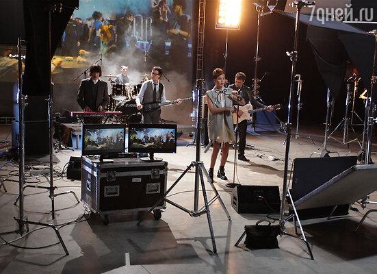 Съемки клипа состоялись в середине ноября в международном аэропорту Внуково